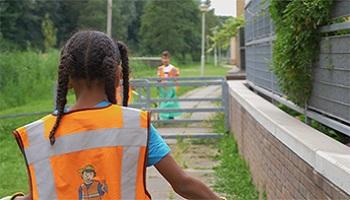 KinderWijkTeam in actie tegen zwerfafval